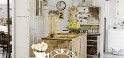 Кухонный стол из стекла и металла