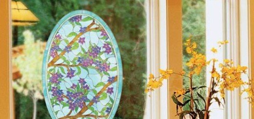 Пленка украшает окно