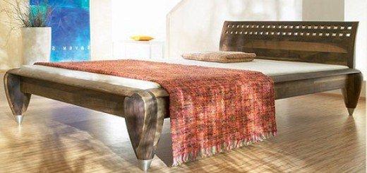 Кровать из натурального дерева для стильной спальни