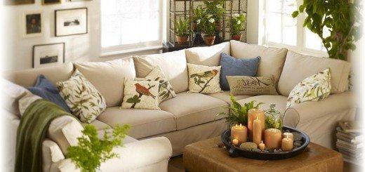 Подушки с птицами на диване