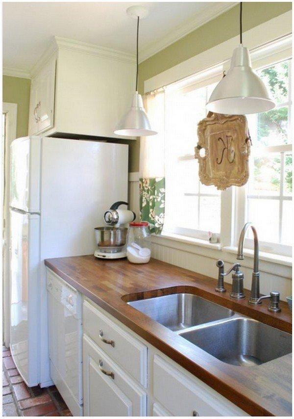 Белая техника на кухне в деревенском стиле