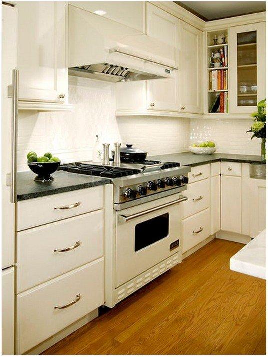 Белая техника на кухне в классическом стиле