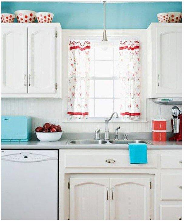 Белая техника на кухне в стиле ретро