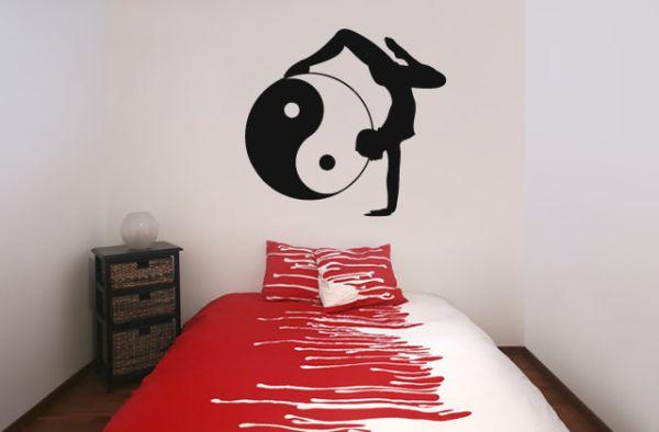 Трафареты в спальне