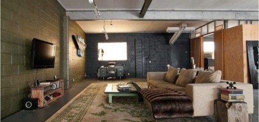 Гостиная в доме из гаража
