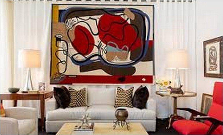 Яркая картина в гостиной