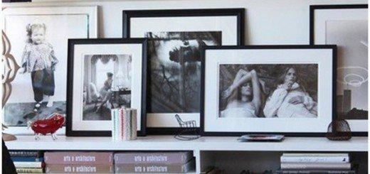 Как украсить стену фотографиями на полках