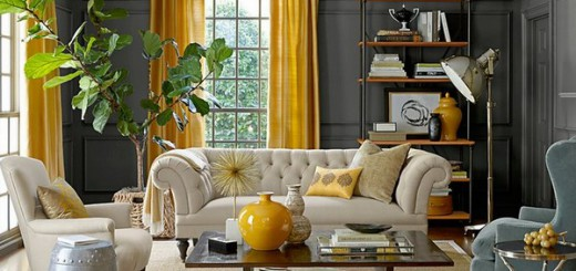 Желтый цвет штор сочетается с контрастныи цветами