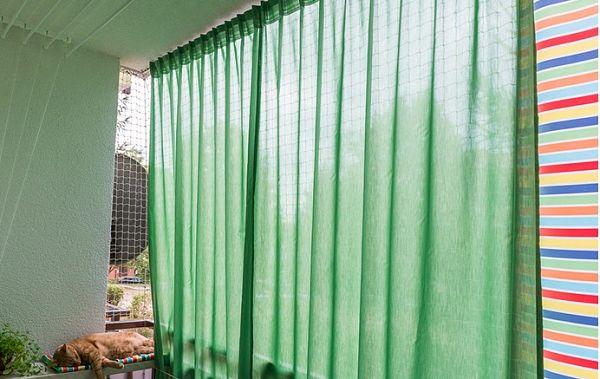 Шторы на балконе защищают от солнца и дождя