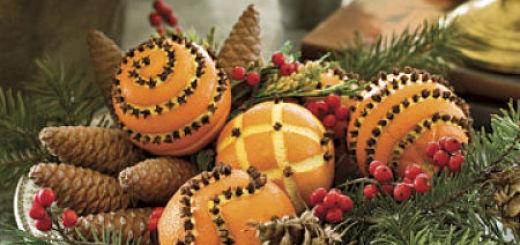 Новогодние поделки из шишек и фруктов