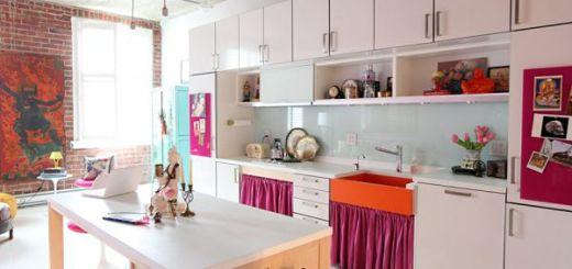 Дизайн Кухни в Цвете аленький пурпурный и голубой