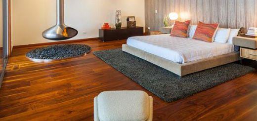 Кровать без изголовья и стена акцент