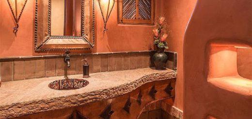Оранжевый цвет в интерьере ванной  подчеркивает красота текстур