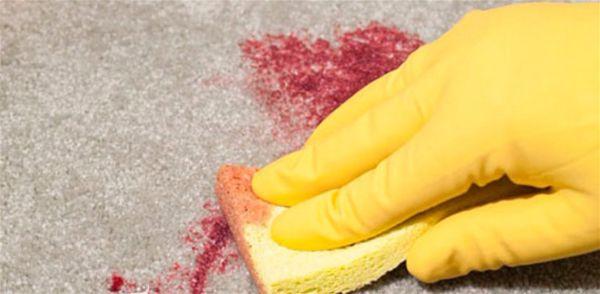 как вывести пятно с ковра  от крови