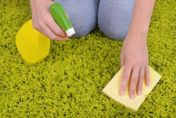 как вывести пятно с ковра от жирных пятен