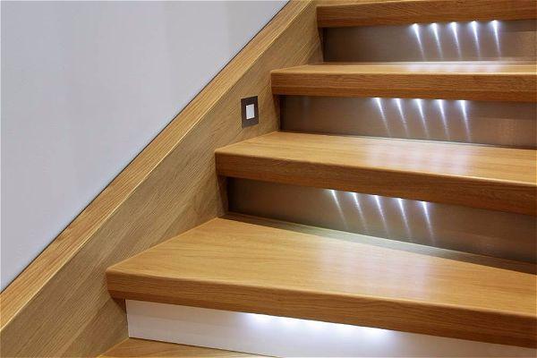 Автоматическая подсветка лестницы является находкой современной электротехники.