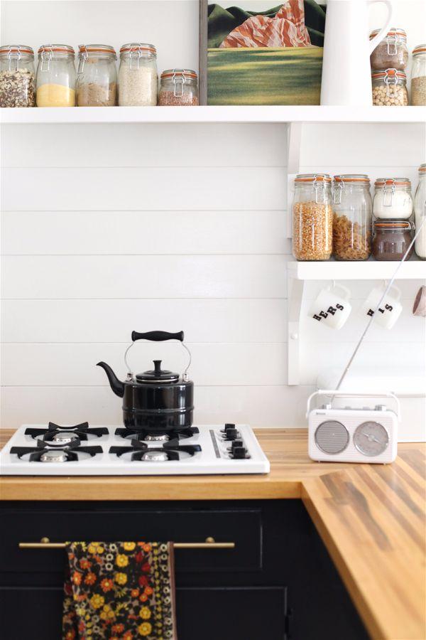 Лучшие идеи- как обновить кухню своими руками- цветная пленка на столешнице