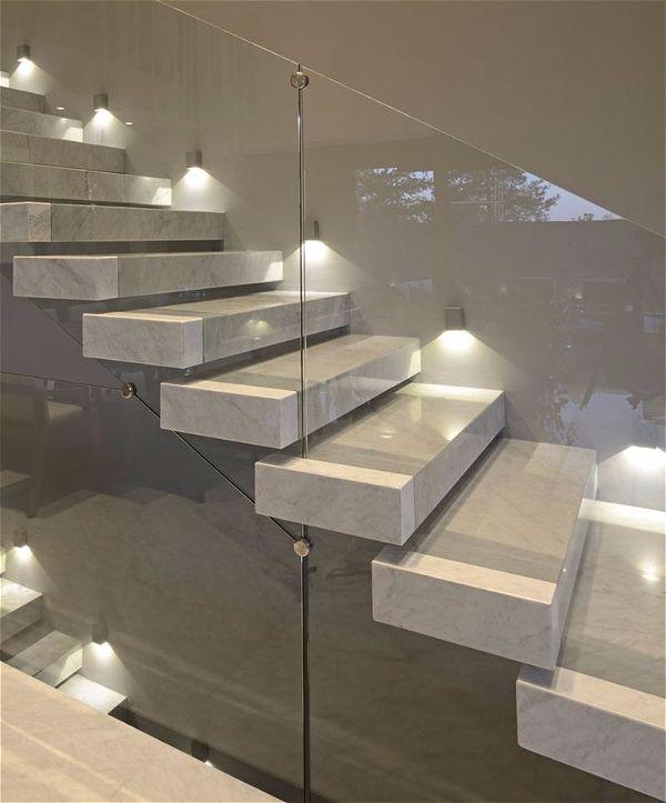 Подсветка лестницы с использованием точечных светильников