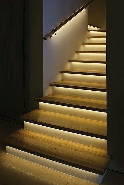 Подсветка лестницы с помощью светодиодных лент