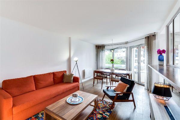 Зонирование гостиной комнаты при помощи оформления окон