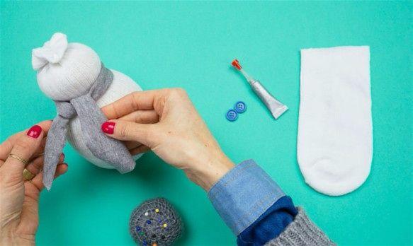 Как сделать снеговика из носка своими руками шаг 11