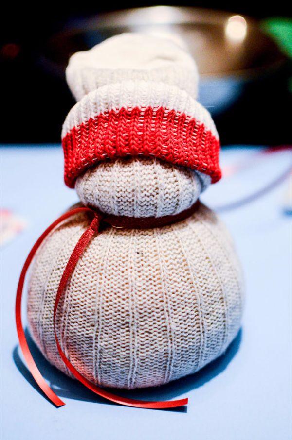 Как сделать снеговика из носка своими руками шаг 13