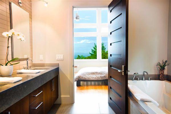 Какие двери в ванную подойдут для Вашей квартиры правильная установка