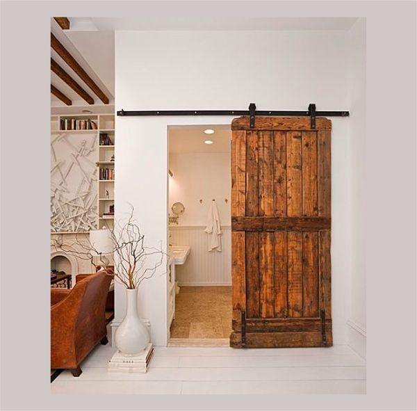 Какие двери в ванную стоит выбрать из дерева