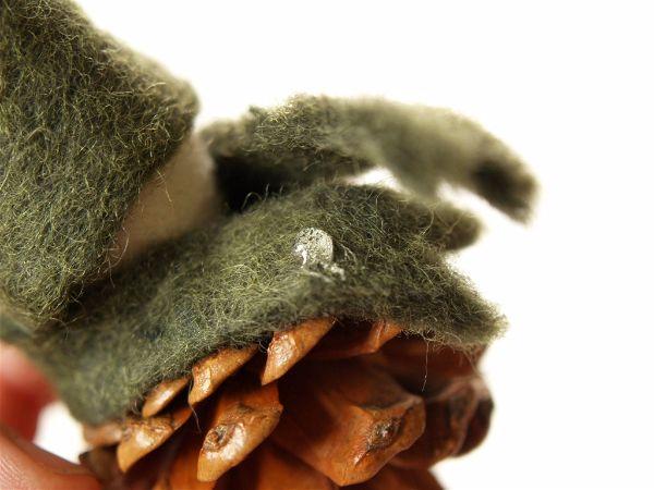 Сделать шарфик гномику из шишки-