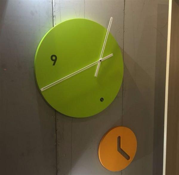 Цвет pantone  2017 года - Зелень как акцент Ассиметричные настенные часы