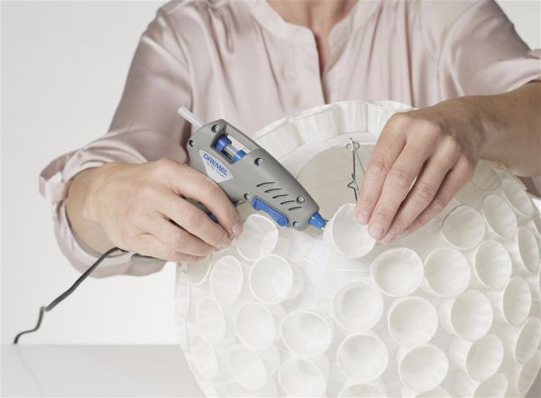 Можно сделать светильник  из бумажных стаканчиков шаг