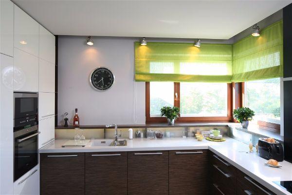 Освещение рабочей зоны на кухне лампы в подвесном потолке