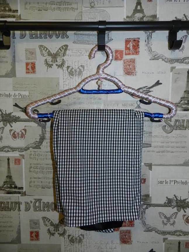 дизайнерские вешалки для одежды в шкафу