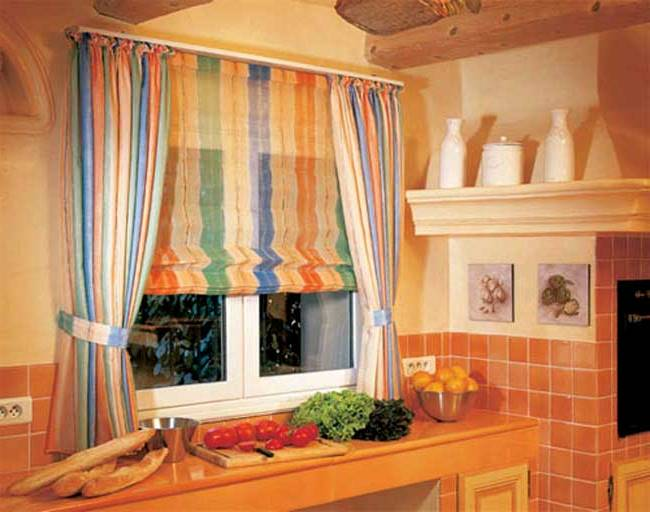 Как оформить окно в городской кухне