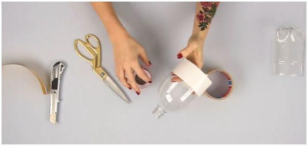 Как сделать лампу из бутылки своими руками  Обмотать бутылку скотчем