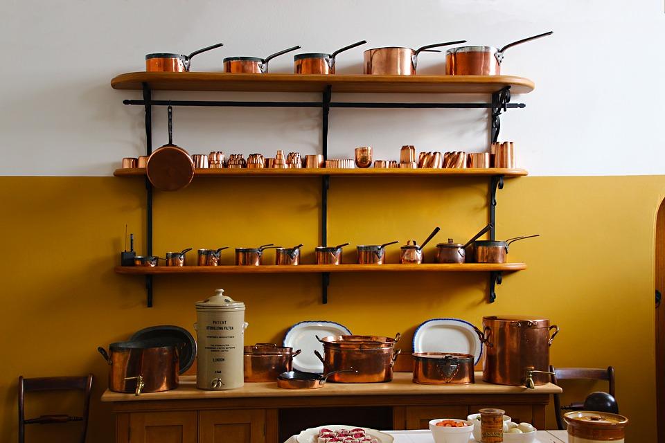 Что можно поставить на полках кухни