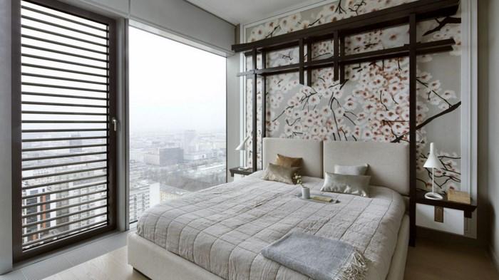Спальня с японским мотивом на стене