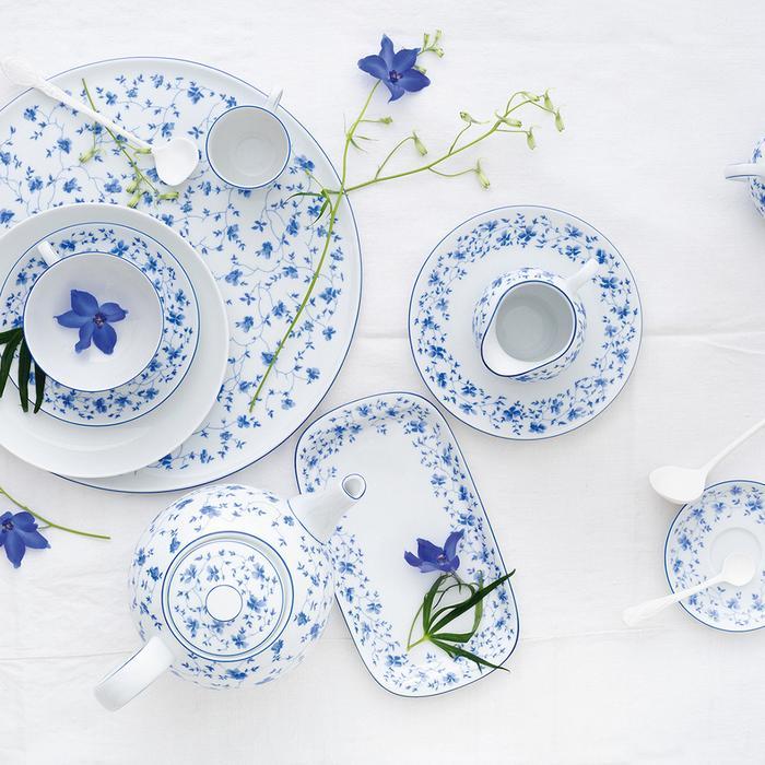 Украшение стола в синих тонах