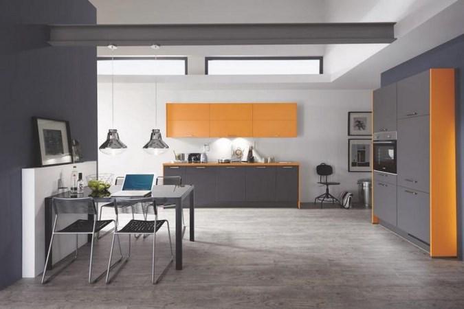 Оранжевый и серый на кухне
