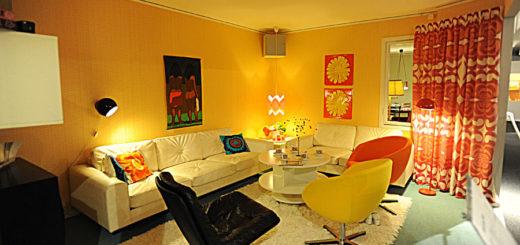 диван, кресло и шторы
