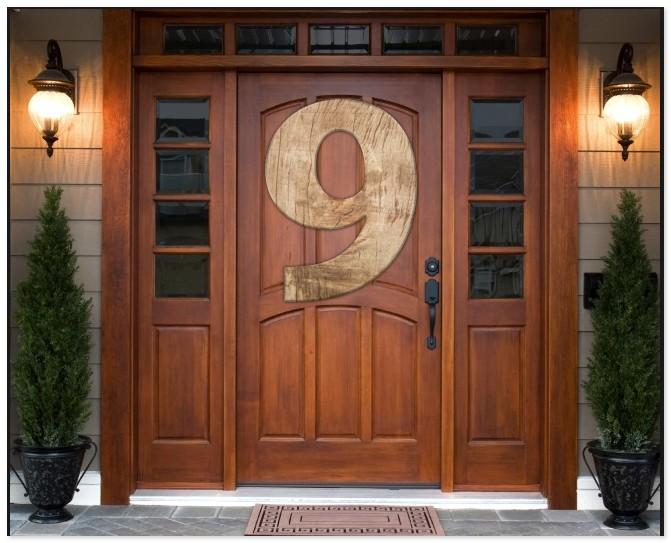двери с номером девять
