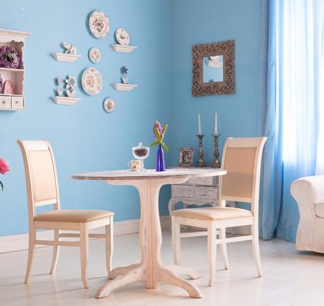 голубые стены в комнате