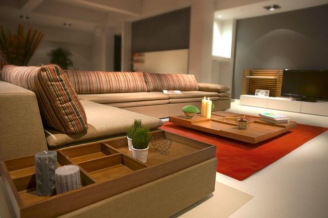 оранжевый ковер в гостиной