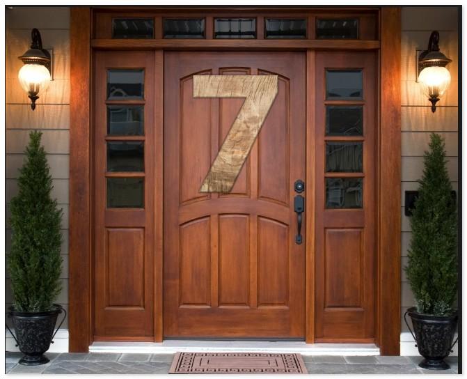 семерка на входной двери