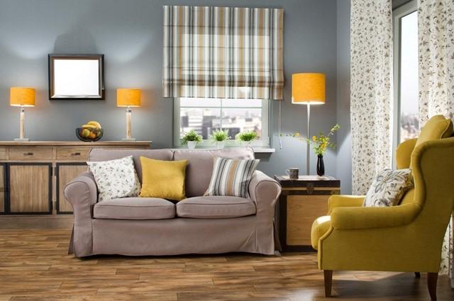 желтые лампы и подушки