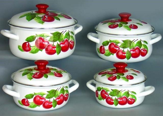 белая эмалированная посуда