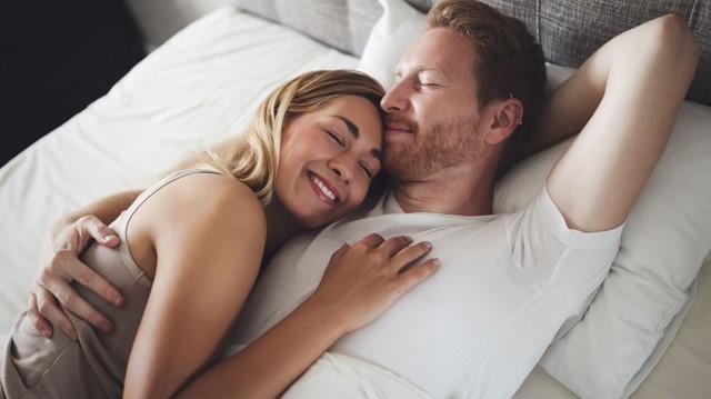 Если ты спишь с кем-то хорошим решением является кровать с отсеками