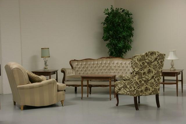 светлая мебель в гостиной