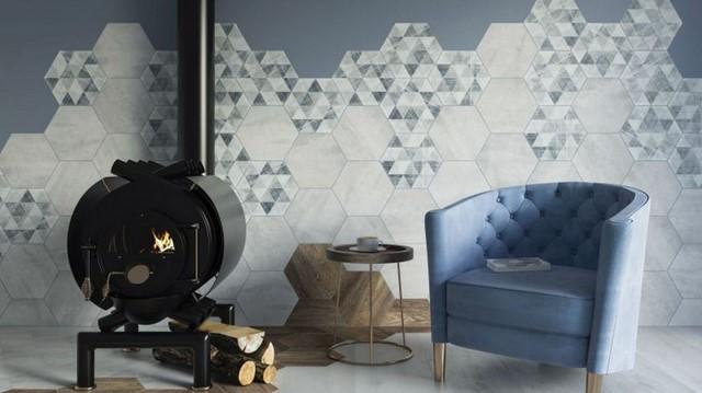синее кресло и серый декор