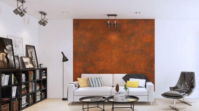 коричневые обои за диваном